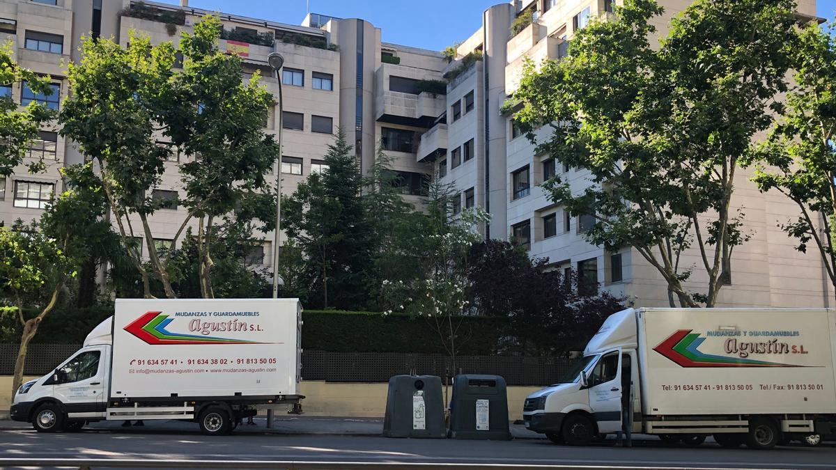 Dos camiones de mudanza han recogido las pertenencias de Mila Ximénez en la que fue su última casa