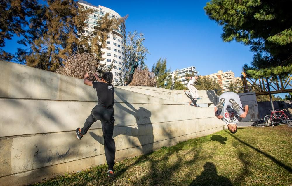 Parkour en el antiguo cauce del Turia en València
