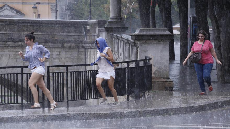 Alerta de pluges intenses a les comarques gironines per dilluns