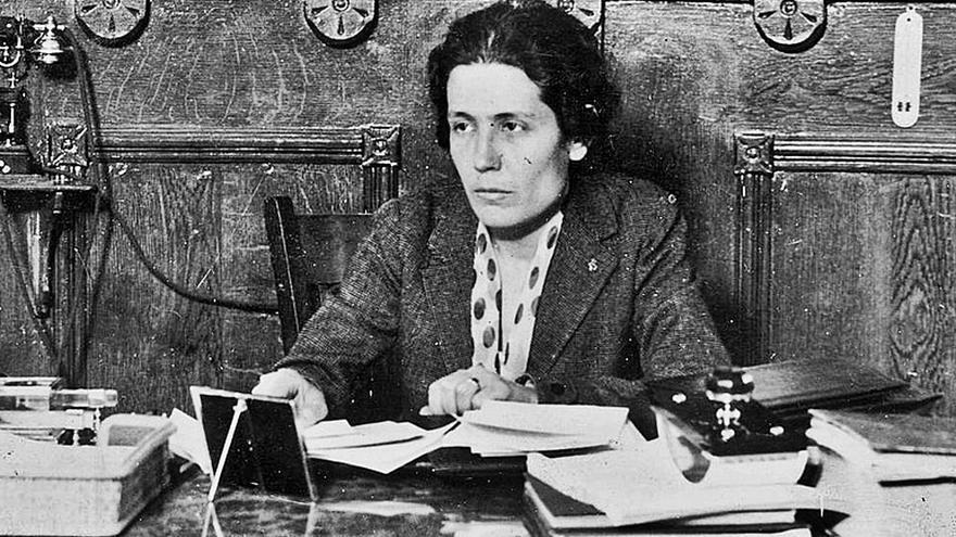 Victoria Kent visita la cárcel de Málaga