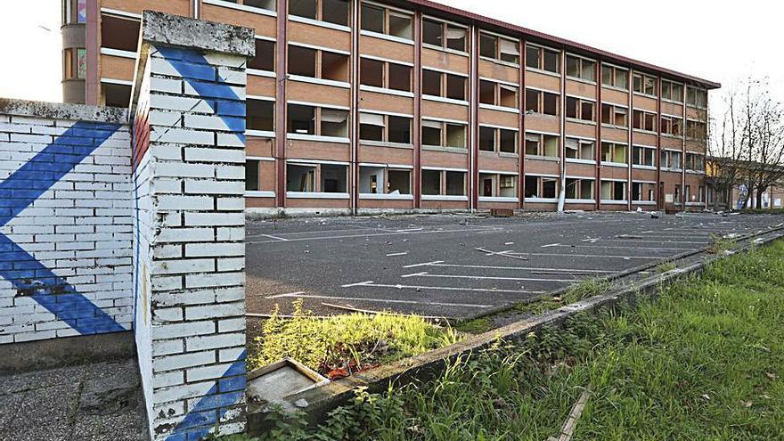Un informe municipal cifra en 6 millones el coste de reparar el instituto de Valliniello