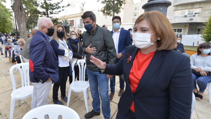 Cientos de vecinos reclaman al Consell que dé marcha atrás en la reversión del Hospital Universitario de Torrevieja