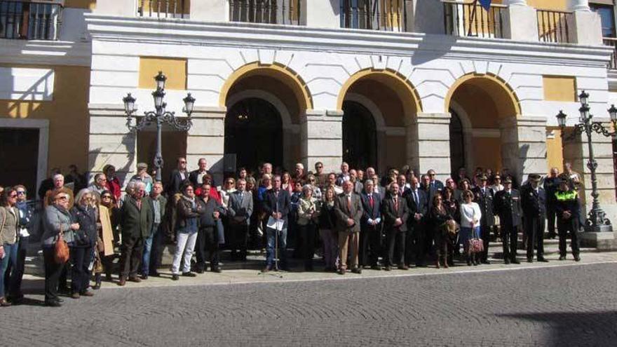 Badajoz recuerda con un minuto de silencio a las víctimas del 11-M