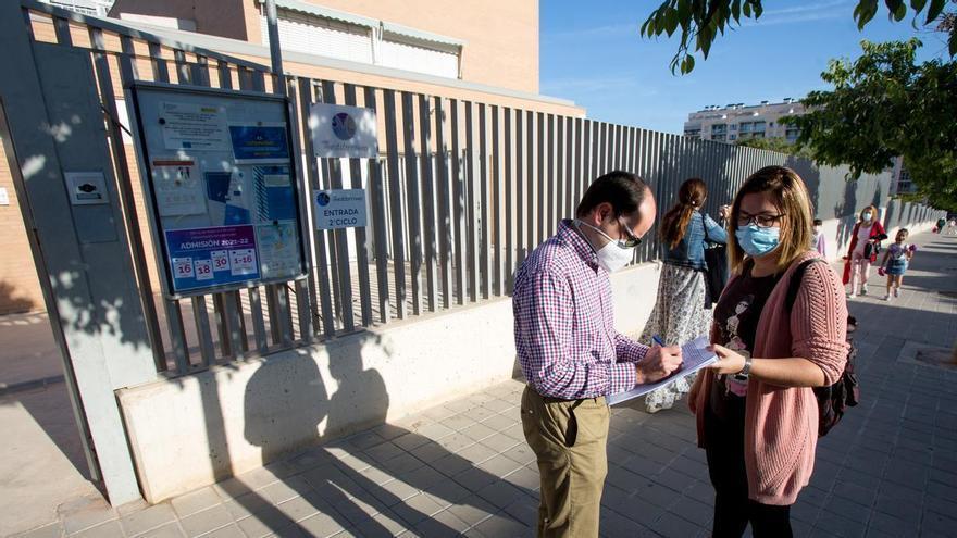 El padre que llevó al juzgado una nota en valenciano pide imputar al director de Educación