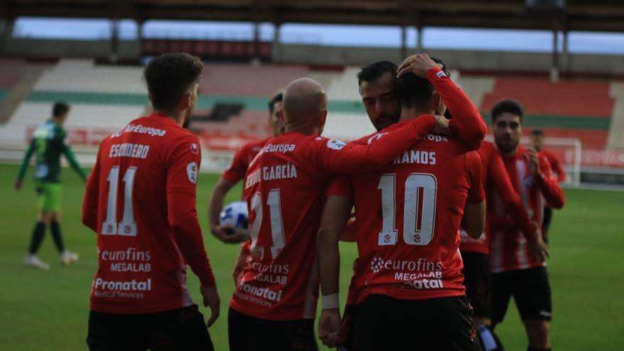 El Zamora CF vence con diez jugadores frente al Guijuelo (3-2)