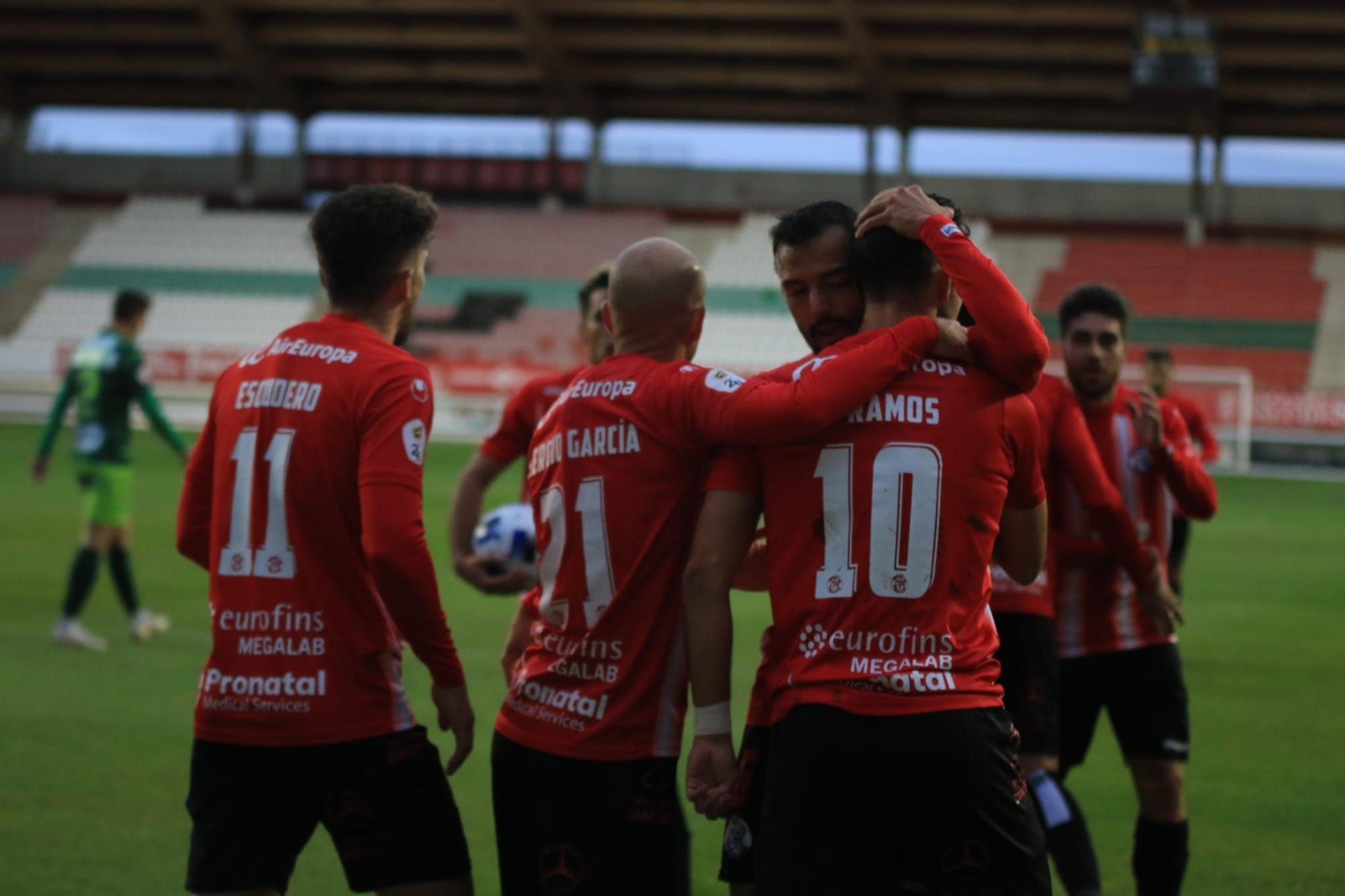 El Zamora CF empata con diez jugadores frente al Guijuelo (2-2)