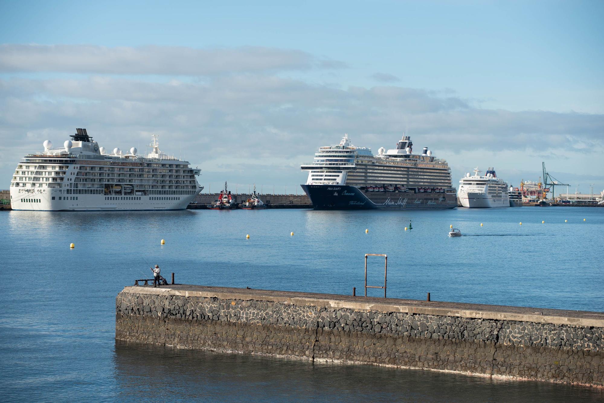 Los cruceros toman Santa Cruz