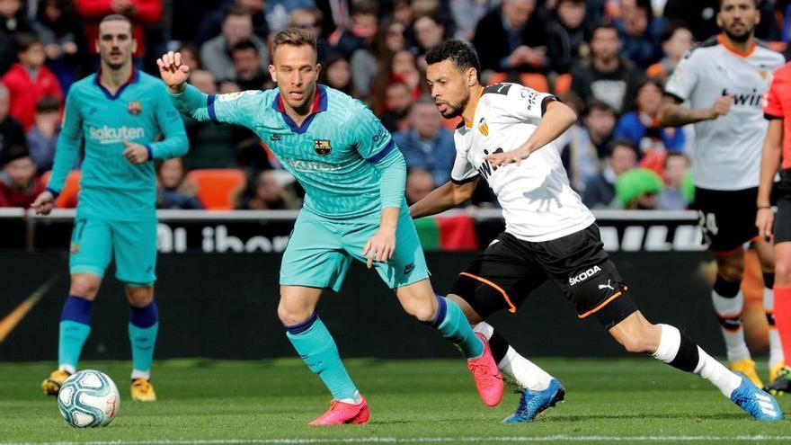 Doblete del Valencia, que tumba al Barça de Setién