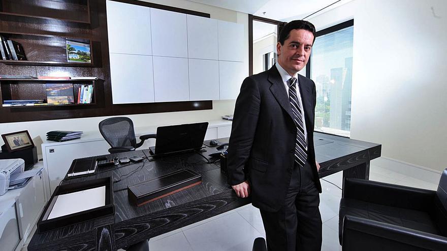 Bañuelos reaparece al pujar por la fábrica de Nissan en Barcelona