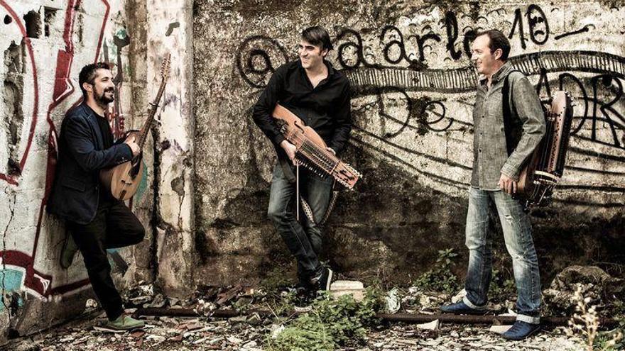 O trío galego Obal debuta cun traballo centrado no 'bal folk'