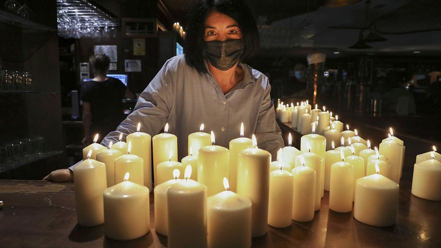 Más de 4000 euros de factura de luz: la hostelera de Avilés que se ve obligada a poner velas