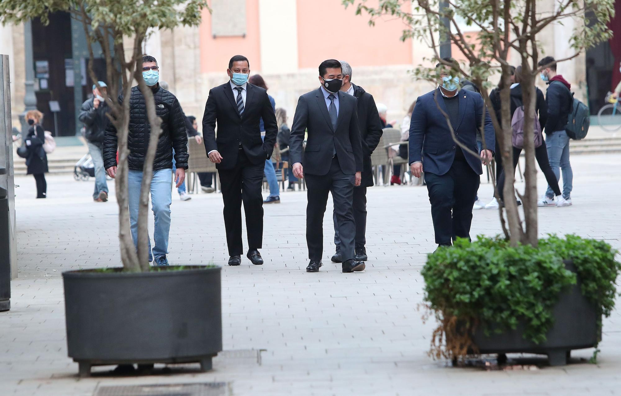 """""""Vete ya"""", los abucheos a Murthy antes de la reunión con Pug"""