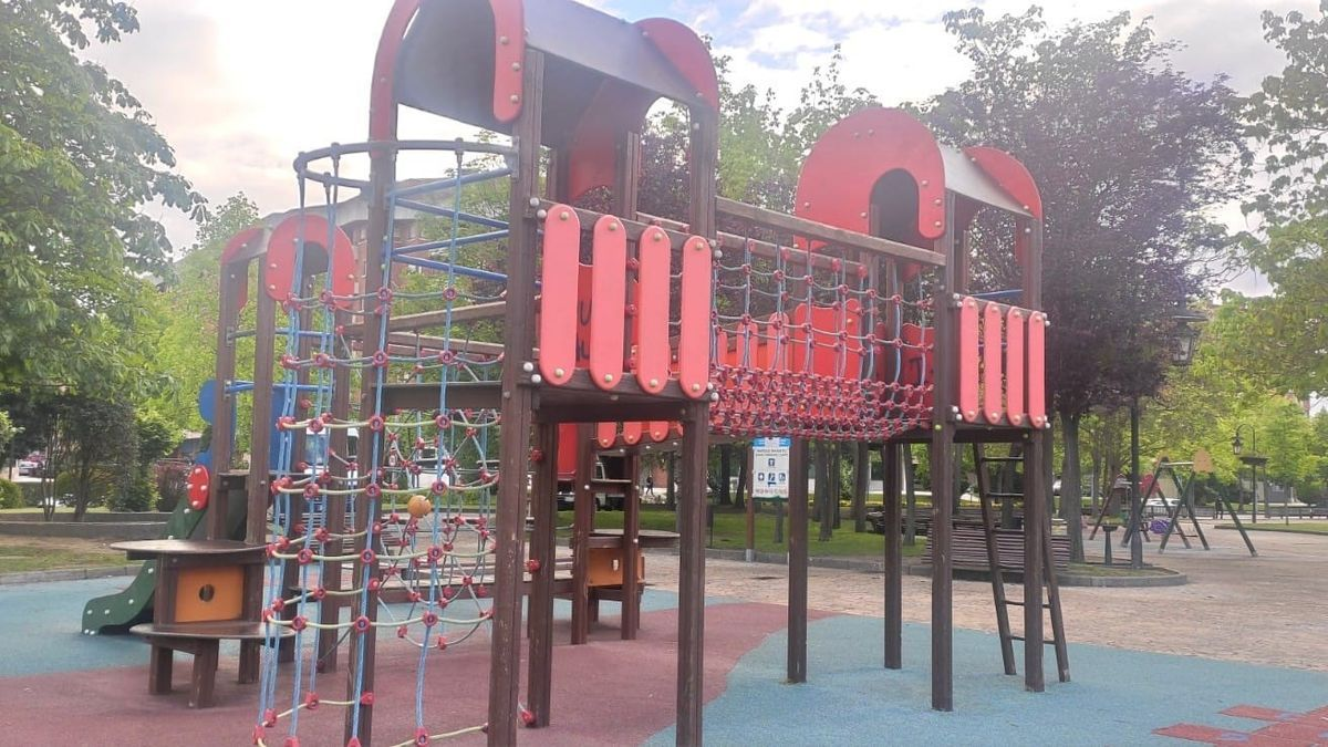 Parque de columpios para niños en Oviedo.