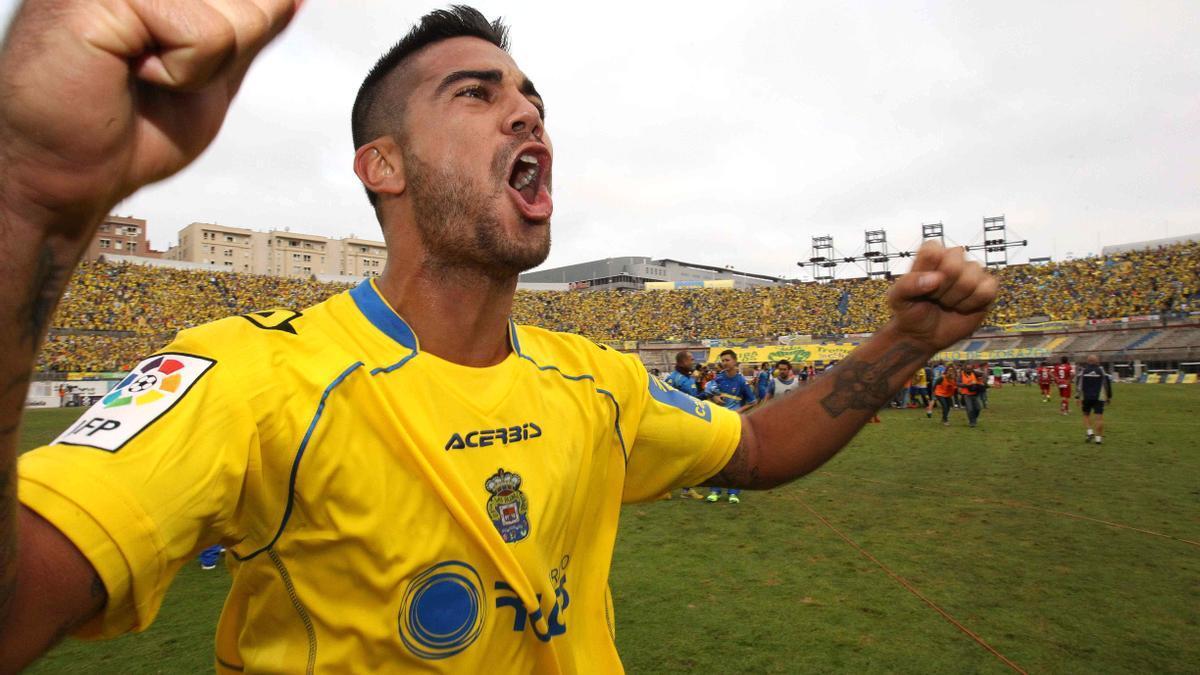 Aythami Artiles festeja el ascenso del 21 de junio del 2015, tras batir al Real Zaragoza.