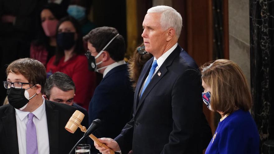 Pence anuncia que no se opondrá a la victoria de Biden y Trump le culpa del caos