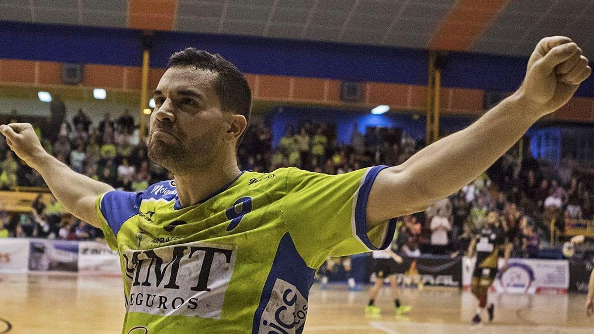 Octavio celebra una victoria en el Ángel Nieto.   Emilio Fraile
