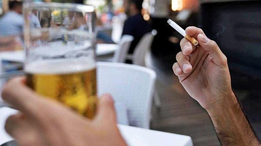 Prohibido fumar hasta en las terrazas de los bares