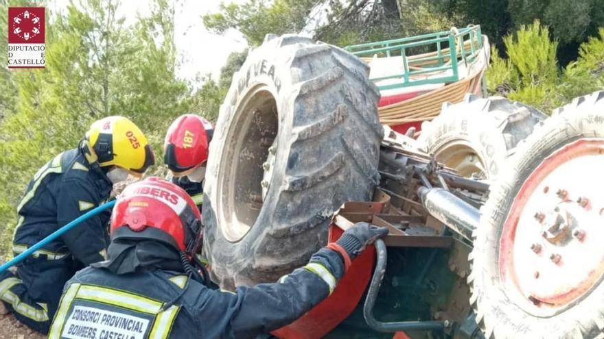 Un jubilado de Algimia muere atrapado bajo su tractor mientras regaba sus almendros en Matet