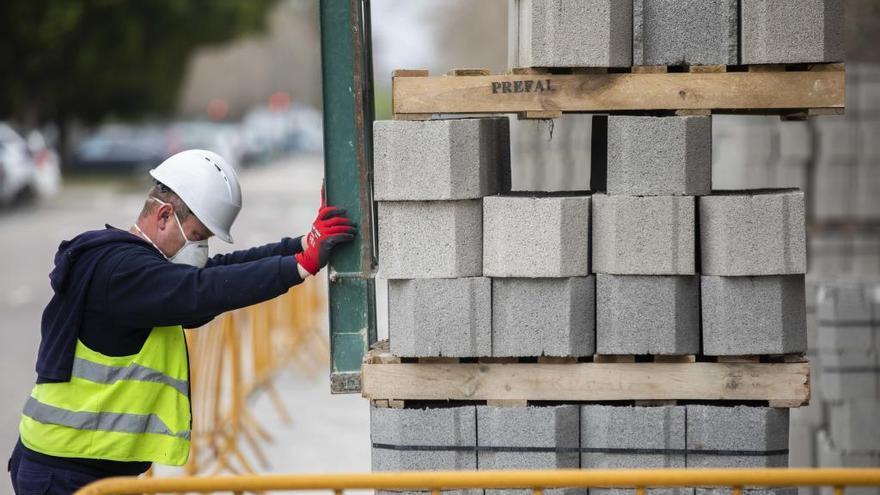 Los despidos temporales ya afectan a 120.000 valencianos