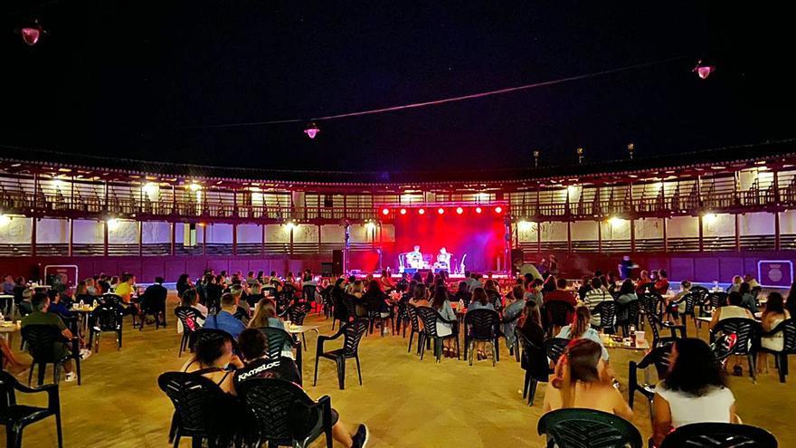 La celebración de eventos culturales en Toro aviva las quejas por mantener cerrada la piscina