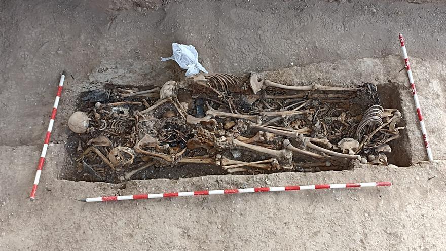 Hallan más de diez cuerpos en la nueva fosa de Magallón