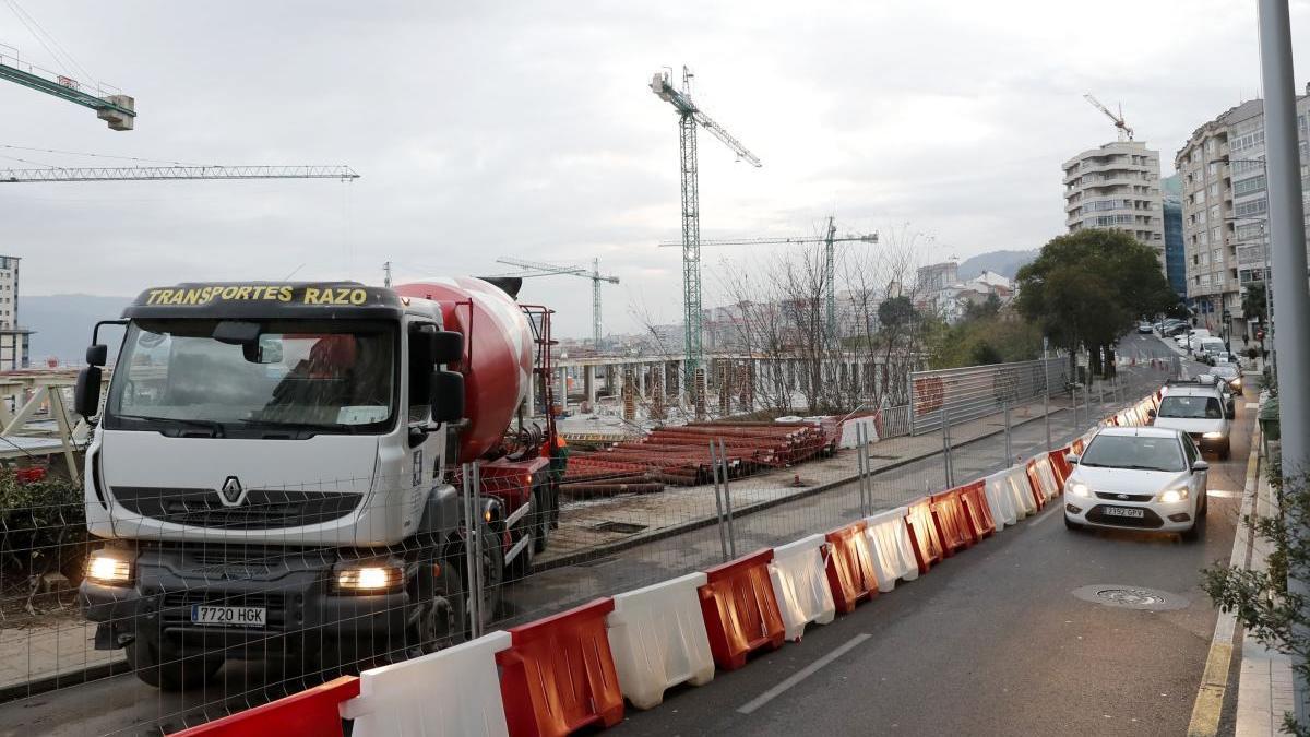 Obras en Vía Norte del centro Vialia diseñado por Thom Mayne y próxima estación del AVE de Vigo. // J. Lores