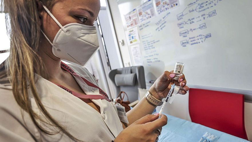 Las primeras vacunas monodosis llegan el martes y empezarán por los septuagenarios