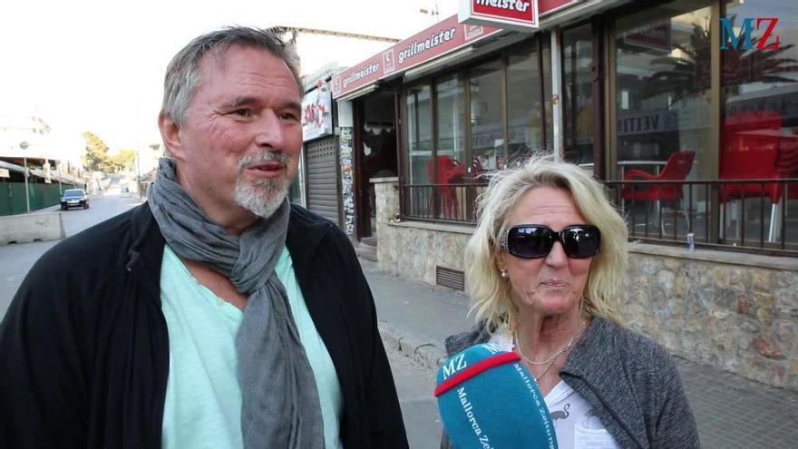 Deutsche Urlauber sitzen in Hotels an der Playa de Palma fest
