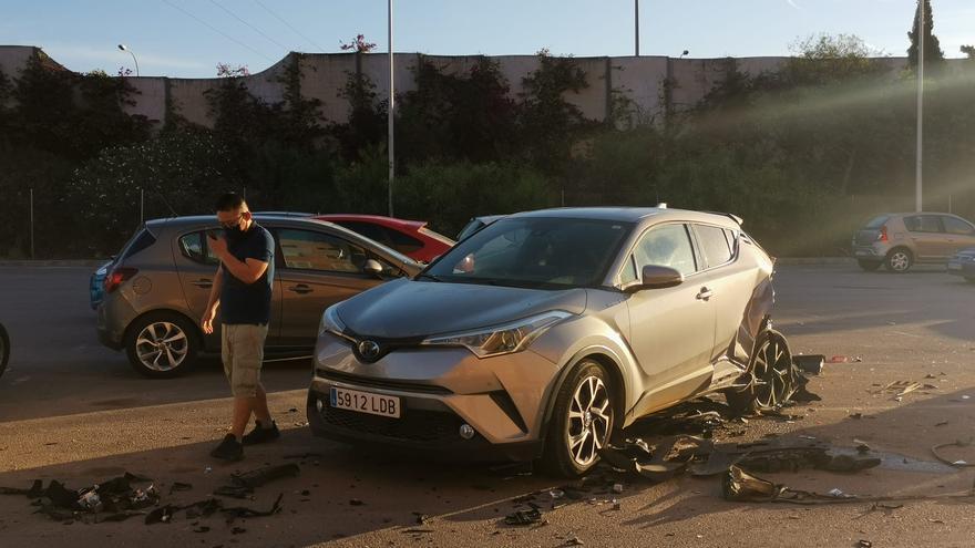 Los tres hombres que destrozaron tres vehículos con su coche en Son Oliva huyeron a pie