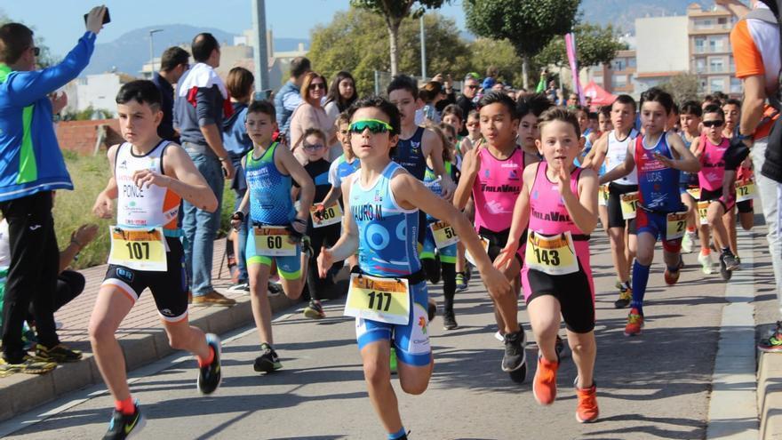 El Club Triatló Formigues de Benicàssim se abre paso entre los mejores