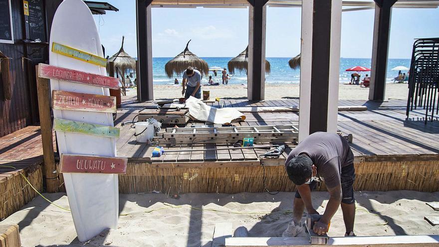 Vuelven los chiringuitos a las playas de Cartagena