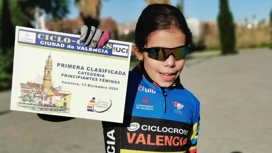 La xixonenca Ainhoa Cano, campeona autonómica de ciclocross