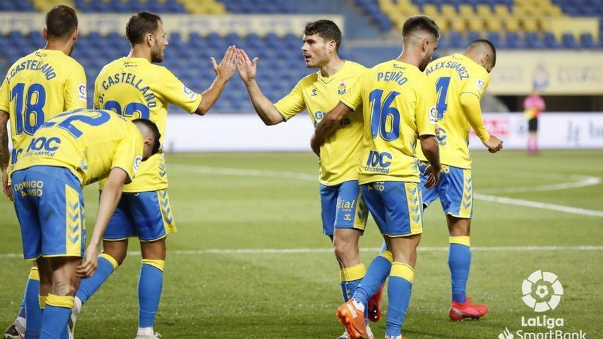 La UD Las Palmas resuelve en cinco minutos el partido contra el Cartagena (2-0) y reactiva a Jesé