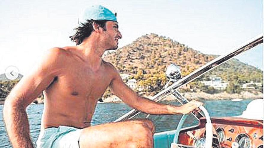 Carlos Sainz Jr. pilota una lancha Riva en Mallorca