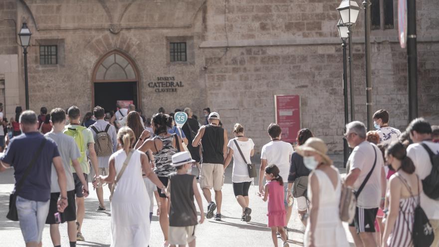 Coronavirus en Baleares: Las islas baten su récord de contagios de los últimos cinco meses y se acercan al riesgo extremo