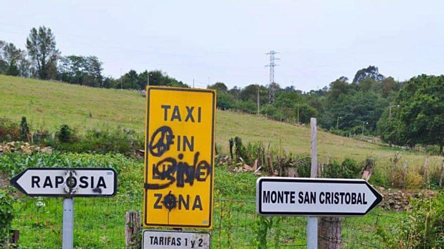 Los usuarios critican el mal estado de la carretera a San Esteban de las Cruces
