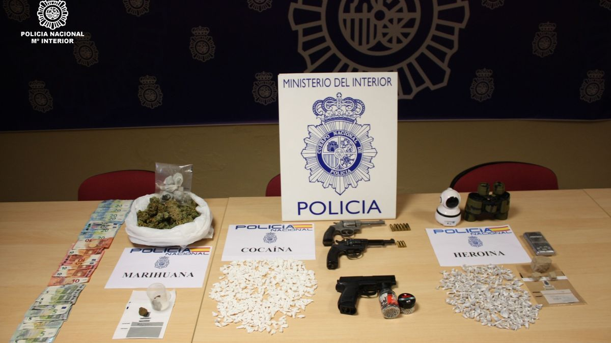 Armas y drogas intervenidas en la Operación Vientamita.