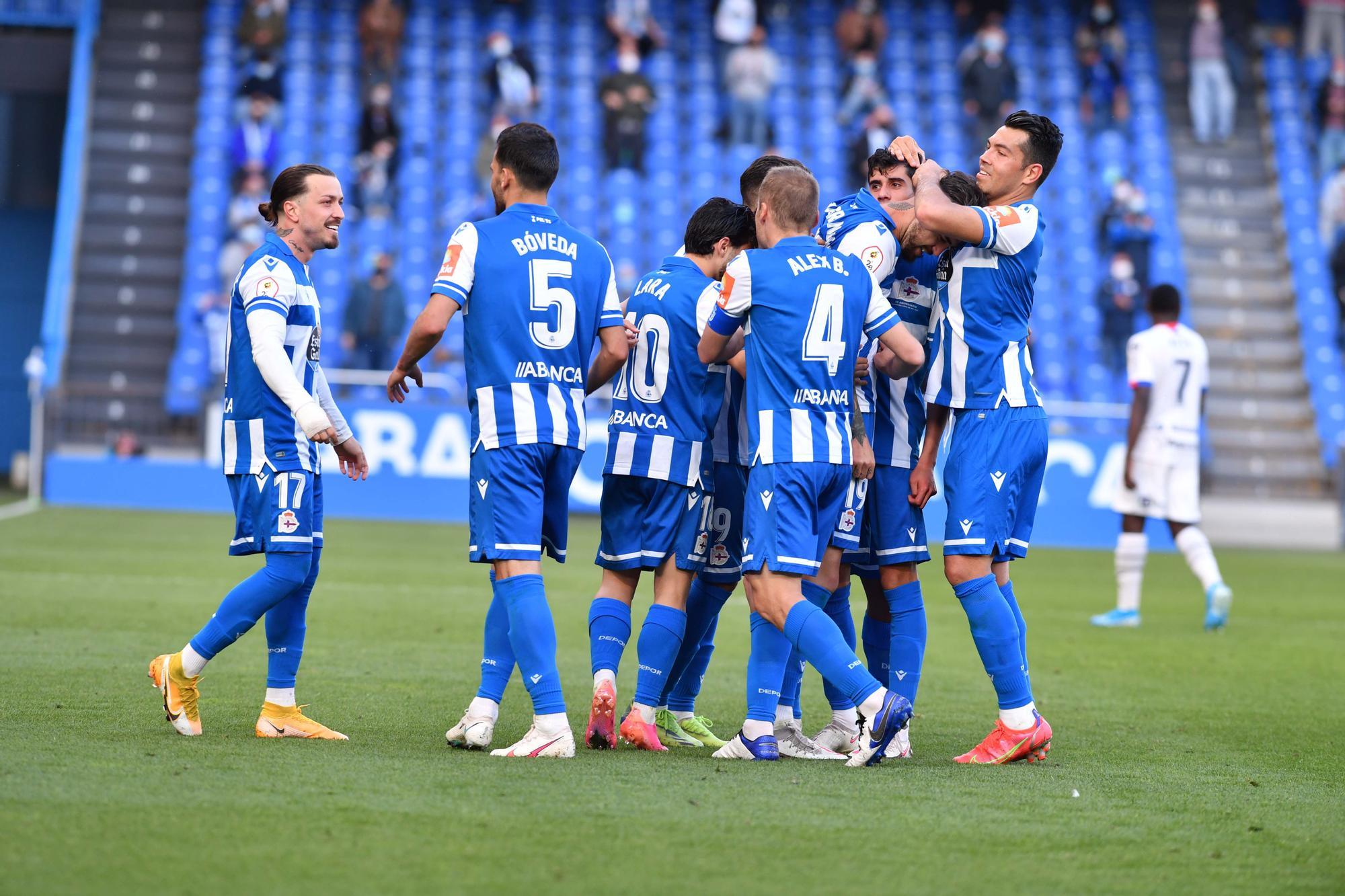 El Deportivo se libera con una goleada al Langreo (5-0)