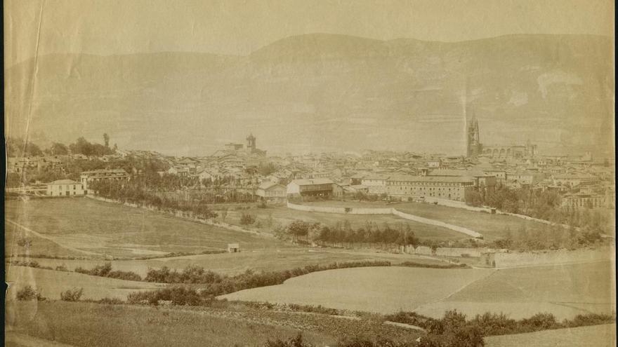 Asina yera Uviéu a finales del sieglu XIX: la ciudá nel archivu de Jean Laurent
