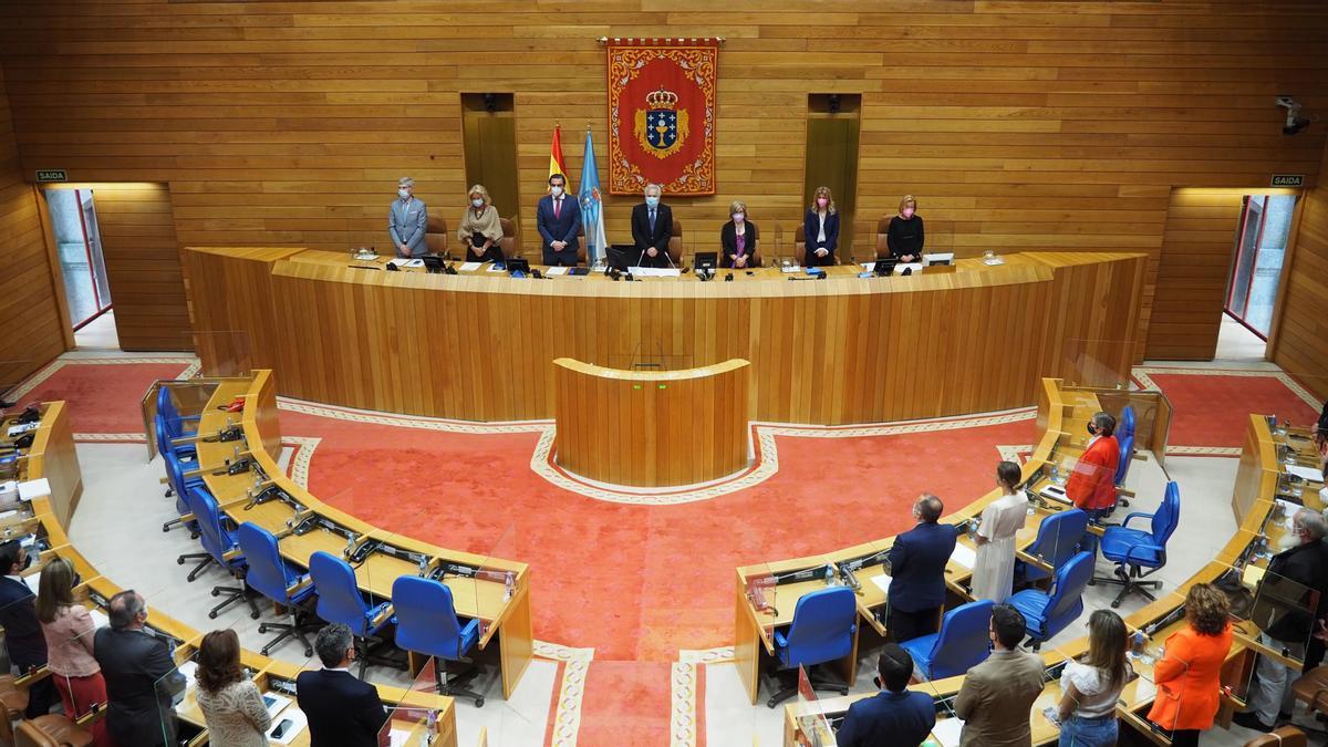 Minuto de silencio en el Parlamento de Galicia en memoria de Isaura Abelairas
