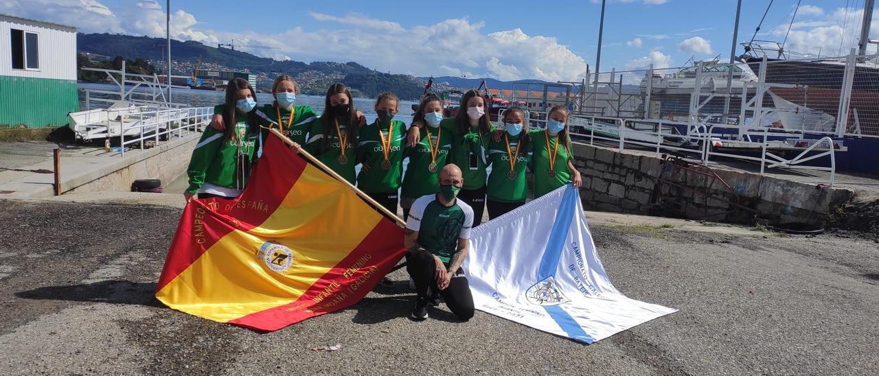 Las remeras infantiles del Samertolaméu, con las banderas del Campeonato de España y del Campeonato Gallego.