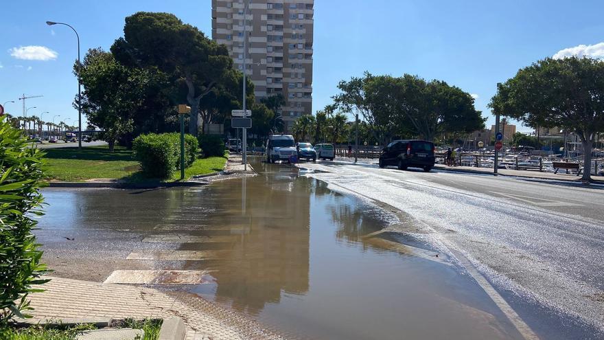 Así es el vertido de aguas fecales en el Portitxol que ha afectado al mar, en la zona del puerto