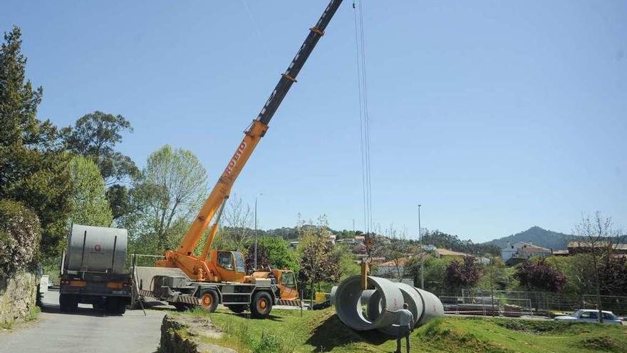 Enormes tuberías y tierra de la obra del río invaden el circuito de BMX de A Coca