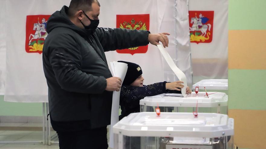 Las sospechas de fraude empañan la mayoría constitucional del partido de Putin