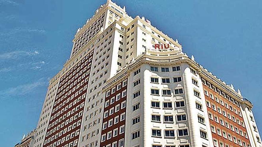 La cadena Riu abre su primer hotel en Madrid en el Edificio España