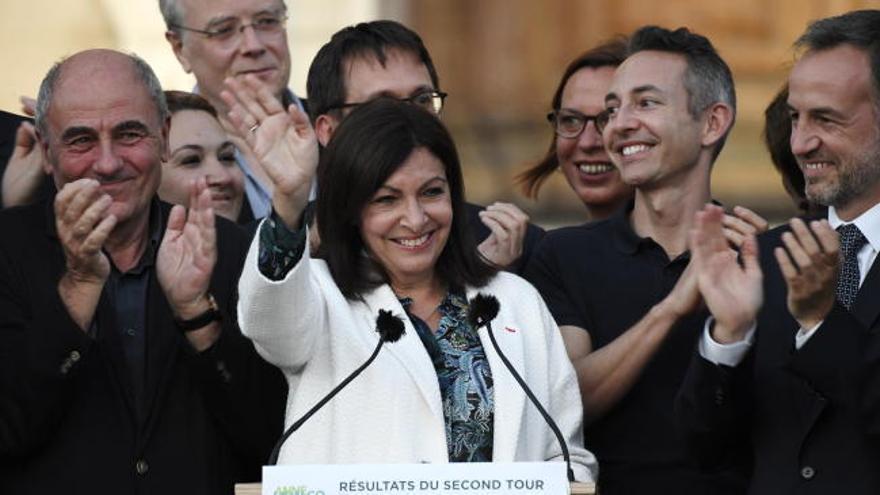 Anne Hidalgo revalida París y los verdes ganan fuerza en las municipales francesas