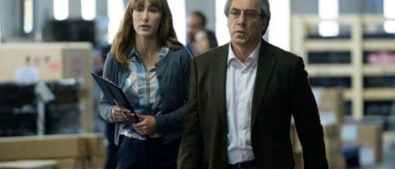 Almudena Amor y Javier Bardem, en una imagen de 'El buen patrón'.