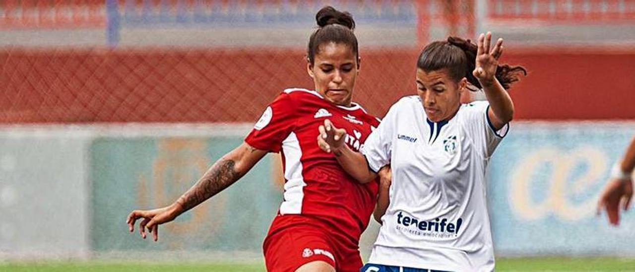 Una jugada del partido UDG Tenerife B-Real Unión de la primera jornada.
