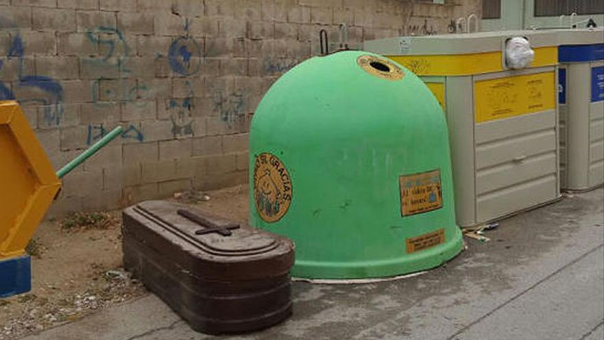La 'broma' del ataúd que apareció en la calle en Villena