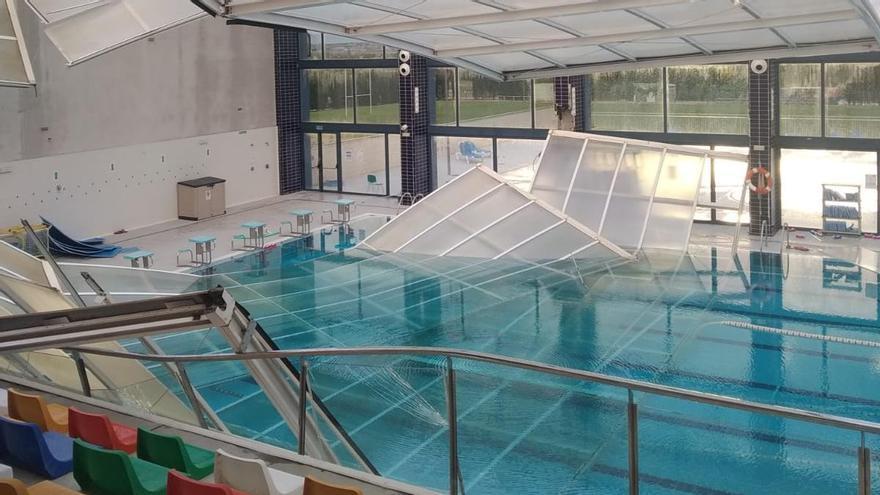 La lluvia desploma el techo de la piscina de Las Torres de Cotillas